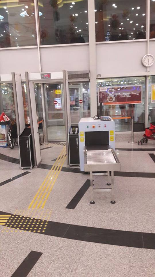 Single energy low price X-Ray Baggage Scanner for shopping malls, hotels, subways, church etc.